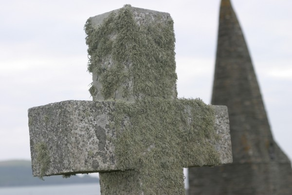 Cornwall Weblog: St. Enodoc Church cross and steeple (IMG_0802.JPG, 600 x 400, 56.0K)