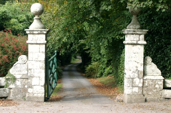 Cornwall Weblog: Cornish estate gates (IMG_1021.JPG, 600 x 397, 104.0K)