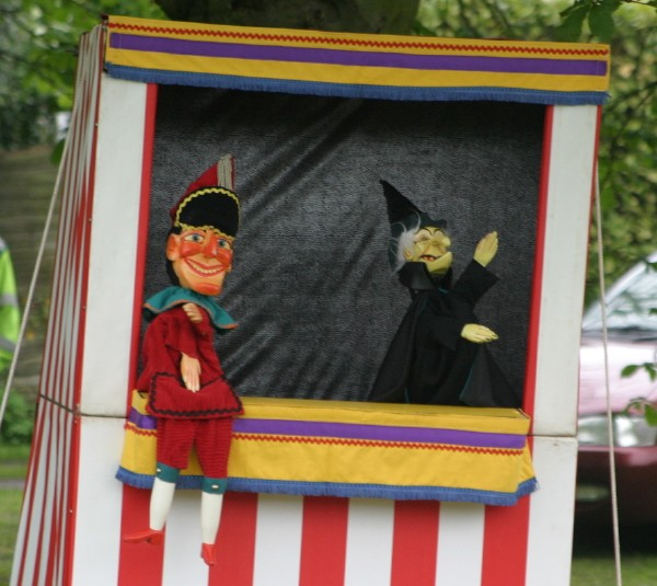 Cornwall Weblog: Punch and Judy (IMG_4153.JPG, 600 x 535, 80.0K)